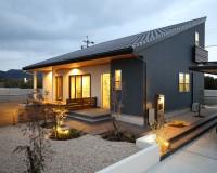 松阪市の片流れの屋根が特徴の和モダンなお家